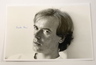 PHOTOGRAPH OF A YOUNG MARTIN AMIS, SIGNED BY HIM. Martin Amis